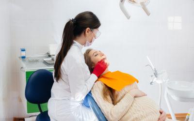 Kazí se během těhotenství více zuby? Jak o ně pečovat radí dentální hygienistka