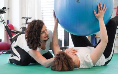 Fyzioterapie po porodu: správné dýchání a zvedání miminka je základ, který vám pomůže vyvarovat se bolestem